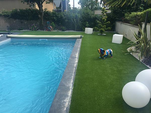 gazon synthétique Supreme bord de piscine